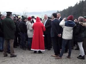 Der Nikolaus ermahnt den bayrischen Innenminister Joachim Herrmann in Hinterberg